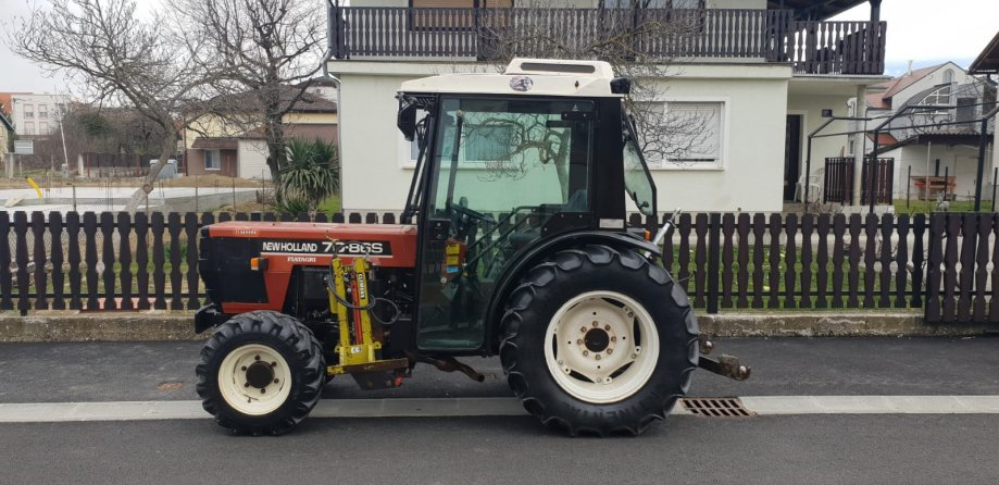 NEW HOLLAND 7086S